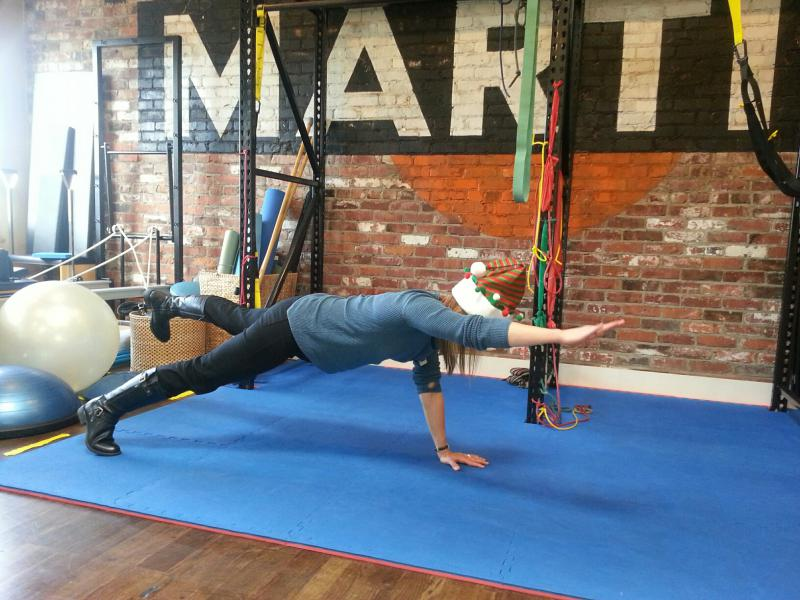 Standar plank with extension of arm and leg